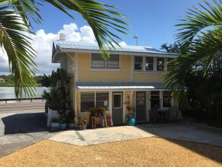 Real Beach Cottage  (3 bdrm / 2 full baths ), Indian Shores