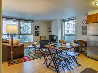 Accessible condo right in the city w/ shared rooftop deck!, Seattle