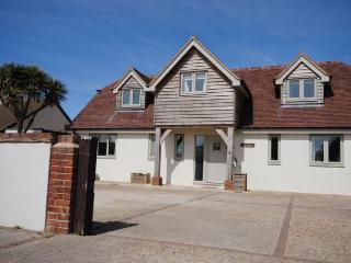 Luxury Seaside Cottage with Hot Tub & Large Garden, Chichester