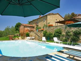 Peaceful 6 bedroom Tuscan villa with private outdoor pool and amazing views, Monte San Savino