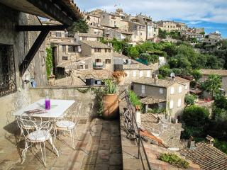 Bohemian Artist's Apartment With Terrace + WiFi, Cagnes-sur-Mer