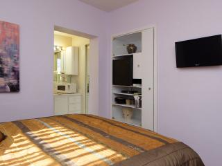 Cozy, Clean Miami Studio 5 Miles from the Airport