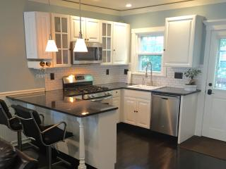 Modern 3BD+ private home-near BCEC and Broadway T, Boston