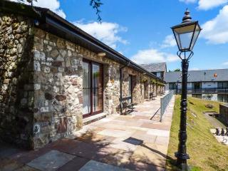 BRECON COTTAGES - MONTGOMERYSHIRE (NO. 14), first floor cottage, en-suite access, sauna, shared pool and games room, parking, near Pen-y-Cae, Ref. 925418, Pen-y-cae