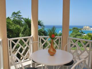 Columbus Heights Ocean View Studio Condo wi/fi 24h, Ocho Rios