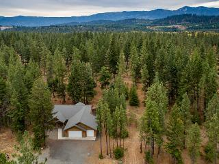 Private 3BD Home Slps8 |Hot Tub, WiFi, Game Room| Free Nights During Fall, Cle Elum