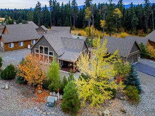 Roslyn Ridge Cozy3BD Cabin Near Suncadia|Hot Tub, WiFi| Fall Free Nights, Cle Elum