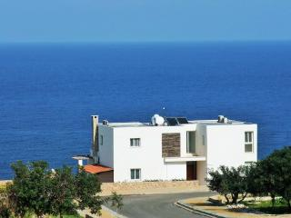 OceanView, a Family villa, private pool & Wi-Fi, Ayios Amvrosios