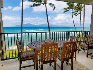 Highly Upgraded Direct Oceanfront 1 Bedroom Sleeps 4, Lahaina