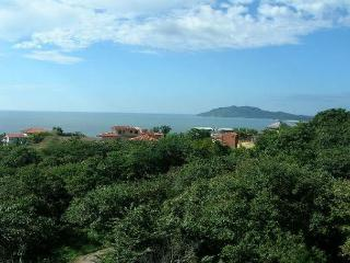 Spacious 3BR Penthouse at the top of Tamarindo Hill with million dollar view!