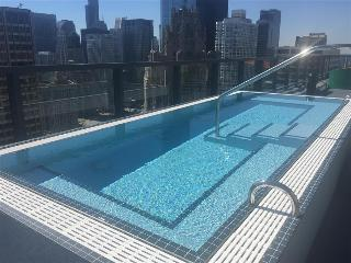 Chicago Downtown Walk to Magnificent Mile 2BR Suites