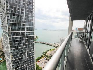 Great Panoramic Bay Views from Luxe Corner Condo, Miami