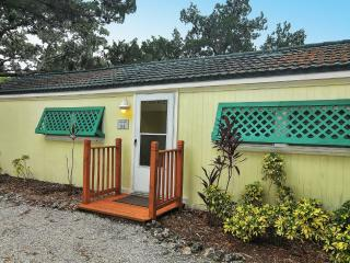 Sunspot Cottage your 2BR/2B Getaway, Siesta Key