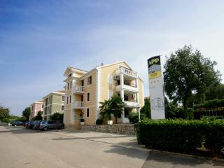 Apartments with 2 sleeping rooms, Umag