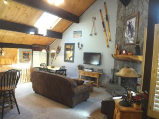 LUXURY 2.5 BR TOWNHOUSE CLOSEST TO THE SKI LIFTS, Big Bear Lake