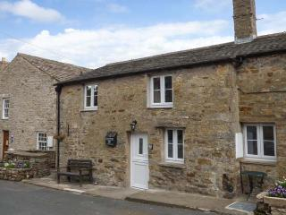OLD DAME SCHOOL, character pet-friendly cottage in National Park, close village pub and green, WiFi, Bainbridge Ref 914127