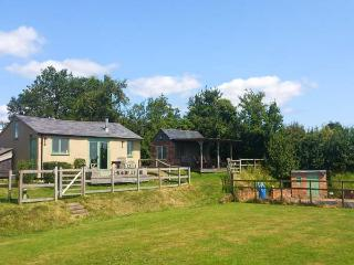 THE STABLE, character, woodburner, shared pool, near Overton-On-Dee, Ref. 926207