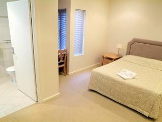 2 bedroom , 2 bathroom , beach and park view, Glenelg
