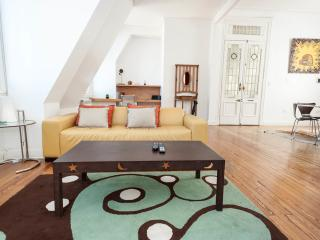 Stylish 3 BR in historic building. Downtown., Buenos Aires