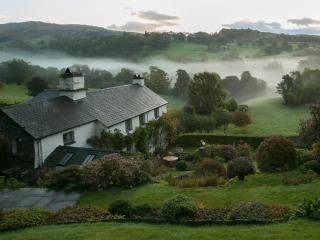 Townfoot Farmhouse, Troutbeck. Dog-friendly., Windermere