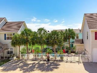 Casa Mare Family friendly townhome, with pool, Port Aransas