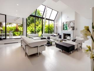 Villa Alesia, Sleeps 10, Paris