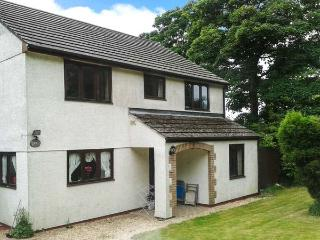 BROOKFIELD, pet friendly, country holiday cottage, with a garden in Tregony, Roseland Peninsula, Ref 4141