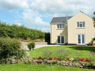 PINES COTTAGE, couple's cottage with WiFi, parking, en-suite, in Eastleigh near Bideford, Ref. 928527, Instow