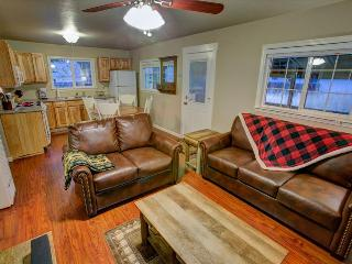Little Bear Cabin – Picturesque Midtown Cabin, Brand New Furnishings, Grill, Wifi, South Lake Tahoe
