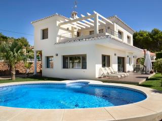 Modern villa in Calpe for 8 persons