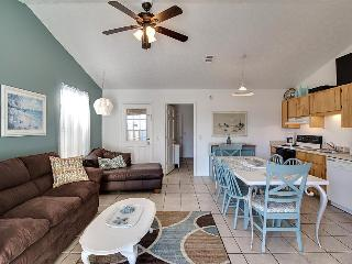 Bright and cozy cottage with quick beach access, Panama City Beach