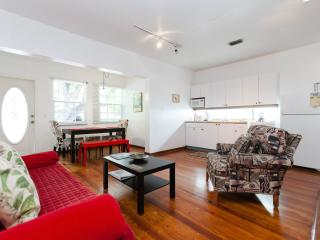 South Beach Two-bedroom Condo sleeps up to 6 guest, Miami Beach