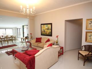 33 on First Guest House (3rd avenue room), Johannesburg