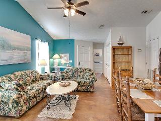 Cozy duplex for six located just 200 yards from the beach, Panama City Beach