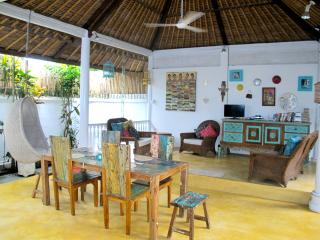 Spacious Tropical Garden/Pool Villa 66Beach locale, Legian