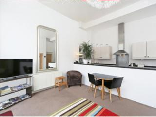 Notting Hill  - 1 Bedroom no smoking with Balcony (1645), Londres