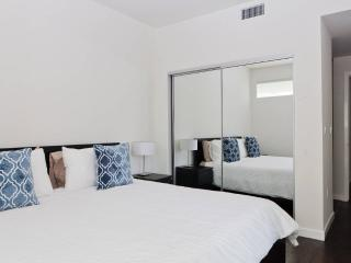 ★2BD/2BA - 6 BLKS TO THE BEACH!★, Santa Monica