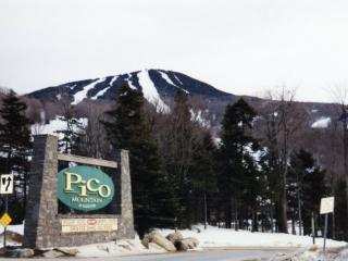 Pico Resort Slopeside Condo G106 - Three bedroom Two bathroom Walk to Lift & Ski Home To Your Back Door! Sports Center on Premises!, Killington