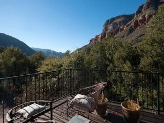 The perfect Oak Creek Canyon getaway! Nestled in the mountains and surrounded by mature trees and landscape!, Sedona