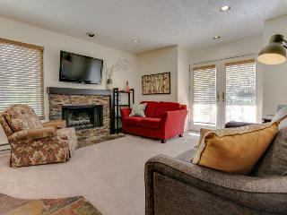 Walk/shuttle to chairlift  - private hot tub!, Park City