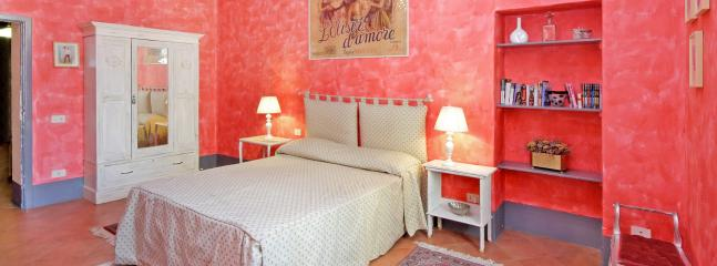 Pleasant Rome Apartment Directly Across from the Colosseum - Palatina, Castel Gandolfo