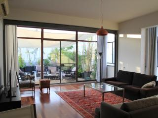 Beautiful Super Quiet Central TLV Apartment, Tel Aviv