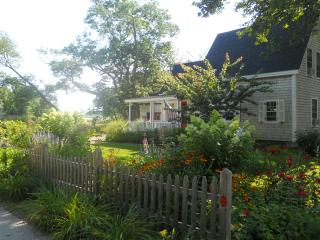 Quintessential Maine cottage in picturesque Cape Porpoise Village, Kennebunkport