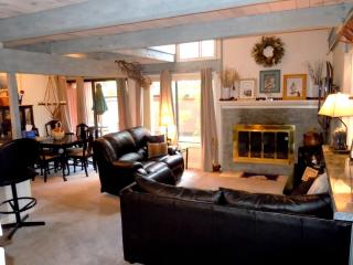 #24 Deluxe 2 BR Townhouse next to Snow Summit, Big Bear Lake