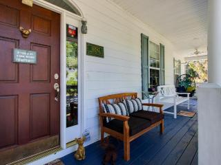 Serene marsh views, pet-friendly, and a short ride to beach!, Savannah