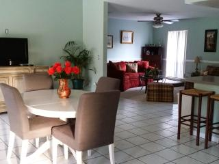 Sleeps 12+, Heated Pool. 10 mins to #1 US Beach, Sarasota