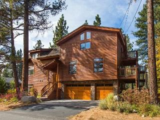 East meets West - Luxury home two blocks from the lake, South Lake Tahoe