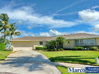 Inviting waterfront house w/ heated pool & unrivalled view of Marco River, Marco Island