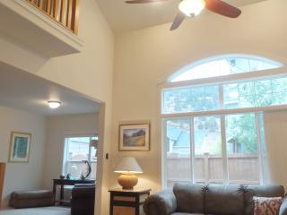 SPECTACULAR View Home Vaulted Ceiling, Bend