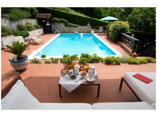 Beautiful cottage with pool in a magic land where, Podenzana